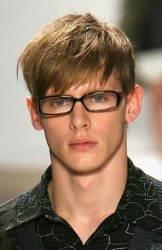 20 sporty haircuts for men. Best sporty and stylish haircuts for men. Cool haircuts worn by athletes. Best short haircuts for men. Teen Boy Hairstyles, Cool Boys Haircuts, Best Short Haircuts, Easy Hairstyles For Long Hair, Long Hair Cuts, Hairstyles With Bangs, Haircuts For Men, Male Hairstyles, Thin Hair