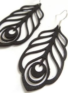 earring in black leather, laser cut peacock feather.