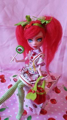 "Monster High Draculaura Custom ""Strawberry Cherry"" repaint Ooak"