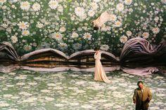Traviata_Svoboda espejo movible que genera nuevos espacios. el suelo se modifica (texturas variasii)