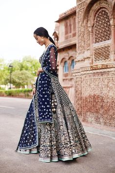 //Anita Dongre does it again with this gorgeous blue lehenga