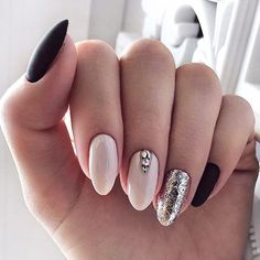 The advantage of the gel is that it allows you to enjoy your French manicure for a long time. There are four different ways to make a French manicure on gel nails. Almond Shape Nails, Almond Acrylic Nails, Nails Shape, Cute Almond Nails, Diy Acrylic Nails, Trendy Nails, Cute Nails, Ongles Kylie Jenner, Nail Art Designs