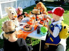 Halloween Kids Party. Halloween Kids Table. Tiny Little Pads: Kids Halloween in the USA www.tinylittlepads.com