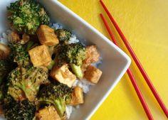 Tofu stir-fry in peanut sauce with broccoli (Indonesian Vegan Recipe)