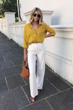 Simple Everyday Spring Shirts Yellow linen shirt, white trousers and brown slides. Spring Look, Spring Summer Fashion, Spring Outfits, Outfit Summer, Trouser Outfits, Casual Outfits, Fashion Outfits, Womens Fashion, Live Fashion