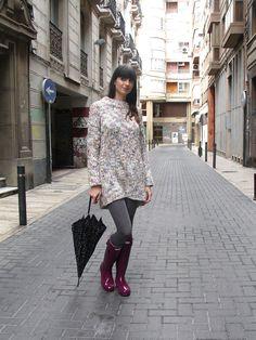 Especial botas de agua - Ángeles y diablillos | Blog moda Angel Y Diablo, Zara, Hunter Boots, Hunter Outfit, Gone Fishing, Tights, Ruffle Blouse, Tops, Blog