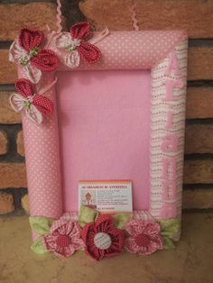 idea for a frame Clay Crafts, Felt Crafts, Diy And Crafts, Frame Crafts, Diy Frame, Framed Fabric, Fabric Art, Nursery Crafts, Sewing Projects