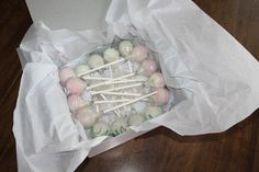 So versenden Sie Cake Pops {KC Bakes} - Tutorials by KC Bakes - Kuchen No Bake Cake Pops, Cake Push Pops, Mini Cakes, Cupcake Cakes, Cupcakes, Cake Pop Tutorial, Cake Pop Displays, Wedding Cakes With Flowers, Flower Cakes