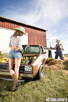 Girl posing with a brown Volkswagen Caddy Pickup #babe #VW #Lady #Model #truck #pick-up #ute