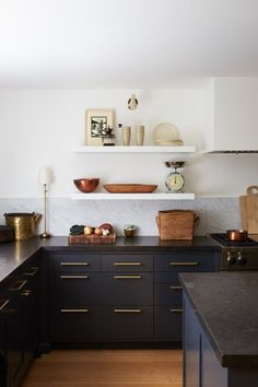 Astounding Kitchens Without Upper Cabinets Beutiful Home Inspiration Ommitmahrainfo