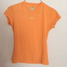 Under Armour workout top It's a youth large, I'm a small and fit perfectly Under Armour Tops