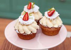 Sommarbakelse med lemon curd, vaniljgrädde och jordgubbar | Recept.nu