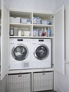 Great idea for a laundry for those strapped for space. By DEULONDER arquitectura domestica Hidden Laundry, Laundry Nook, Laundry Room Layouts, Laundry Room Remodel, Laundry Closet, Laundry In Bathroom, Utility Room Storage, Modern Laundry Rooms, Laundry Room Inspiration