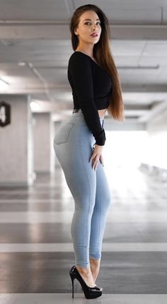 Curvy Girl Outfits, Curvy Women Fashion, Sexy Outfits, Superenge Jeans, Sexy Jeans, Looks Pinterest, Fit Women, Sexy Women, Casual Wear Women