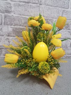 Easter Flower Arrangements, Easter Flowers, Floral Arrangements, Egg Crafts, Easter Crafts, Easter Egg Dye, Church Flowers, Arte Floral, Floral Bouquets