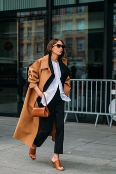 8 Days of Paris Fashion Week Street Style Means the Outfit Ideas Are Endless Look Street Style, Street Style Looks, Looks Style, Street Styles, Autumn Street Style, Street Style Women, Parisian Street Style, Classy Street Style, Street Style Blog