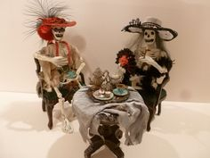 MINIATURE SKELETON LADIES HAVING TEA BY PATRICIA PAUL 2002 (EXQUISITE!!!)