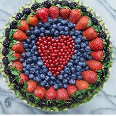 Always a good idea to ask to bring the fruit platter to the potluck (fruit recipes potluck) Fruit And Veg, Fruits And Veggies, Fresh Fruit, Fun Fruit, Fruit Art, Fruits Basket, Fruit Decorations, Food Decoration, Deco Fruit