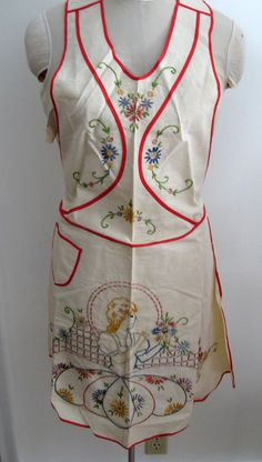 Vintage Apron / Embroidered Apron / Southern Belle In her Garden Gathering Flowers / Sweet Vintage Apron
