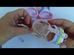 ideas baby shoes box design for 2019 Crochet Baby Boots, Crochet Baby Sandals, Crochet Shoes, Crochet Baby Blanket Beginner, Baby Knitting, Crochet Diagram, Free Crochet, Crochet Designs, Crochet Patterns