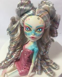 A throwback to one of my favorites this year 💕 I have been sick and have not gotten anything new done in weeks- hopefully back to it this… New Monster High Dolls, Monster High Custom, Monster High Repaint, Mattel Dolls, Ooak Dolls, Art Dolls, Pretty Dolls, Beautiful Dolls, Doll Painting