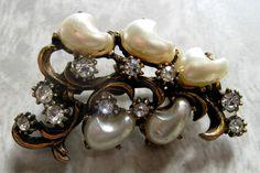 OLD HOLLYWOOD Vintage Pearl and Rhinestone Brooch