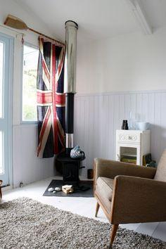 union jack curtain, oar rod, fire and tan chair