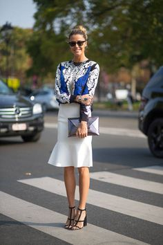 Love the shirt and the metalic clutch! One of the best street style spotted so…