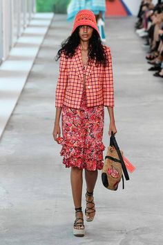 See all the Collection photos from Michael Kors Collection Spring/Summer 2019 Ready-To-Wear now on British Vogue Fashion Line, Fashion Show, Runway Fashion, Women's Fashion, Fashion Brands, Spring Summer Fashion, Autumn Fashion, Casual Outfits For Teens, Teen Outfits