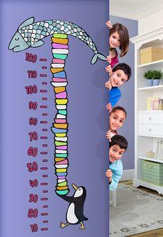 """""""Il metro pinguino"""" è lo sticker colorato e divertente che accompagnerà la crescita del tuo bambino aiutandoti a tenere sotto controllo la sua altezza e personalizzando con stile qualunque ambiente!"""