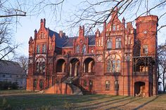 Palace Chorzemin - Poland The Beautiful Country, Beautiful Places, Monuments, Oh The Places You'll Go, Places To Visit, Real Castles, Poland Travel, Scary Places, Castle House