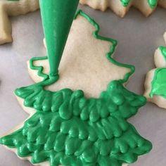 Christmas Tree Cookies, Iced Cookies, Christmas Sweets, Cut Out Cookies, Noel Christmas, Royal Icing Cookies, Christmas Goodies, Cookie Desserts, Holiday Cookies