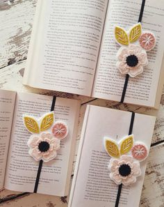 Flower Bookmark – Flower Planner Band – Gift for Reader – Booklover Gift – Gift for Bookworm – Unique Bookmark – Elastic Planner Band - DIY Blumen Gifts For Bookworms, Gifts For Readers, Book Lovers Gifts, Book Gifts, Tea Gifts, Felt Bookmark, Quilled Creations, Teacher Favorite Things, School Gifts