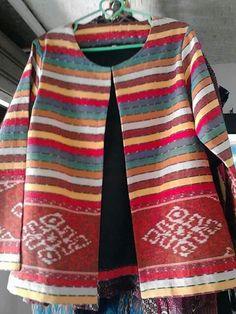 tenun Indonesia Batik Blazer, Blouse Batik, Batik Dress, Kimono, Batik Fashion, Hijab Fashion, Mode Batik, Batik Kebaya, Diy Clothes