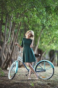 Pretty woman on a bicycle: Photo Bicycle Women, Bicycle Girl, Pin Up Poses, Beauty Elegant, Bike Photography, Beauty Photography, Female Cyclist, Cycling Girls, Cycle Chic