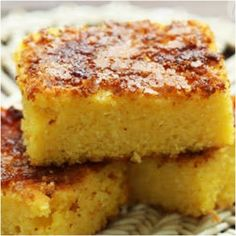 This sweet corn bread is sweet, rich and tasty, the caramelized sugar on top makes it amazing. Warm along a cup of milk makes a great choice for breakfast. Greek Sweets, Greek Desserts, Greek Recipes, Breakfast In A Jar, Breakfast Recipes, Dessert Recipes, Square Cake Pans, Homemade Waffles, Sweet Cornbread
