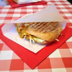 Ess-Eck in Salzburg; toasted curry-vegetable ciabatta with tofu Vegan Food, Vegan Recipes, Ciabatta, Salzburg, Cheesesteak, Tofu, Hamburger, Curry, Restaurant