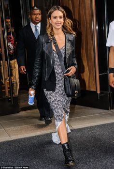 A Dame To Kill For Jessica Alba Was Spotted Leaving A Manhattan Hotel To Enjoy A Broadway Show On Wednesday Wearing A Summery Dress