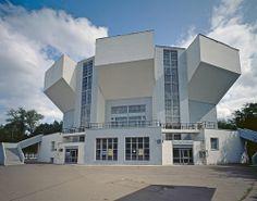 CONSTRUCTIVISMO  Melnikov. Forma innovadora, volúmen fuerte y pesado, formas geométricas.
