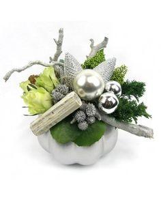 Leuk modern kerststuk in de kleur wit, zilver bestel je bij de Fleurop bloemist