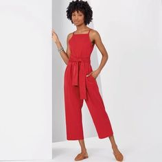 Check out this fantastic New Look Misses' dress and jumpsuit sewing pattern. It's sure to check off all your boxes! New Look Patterns, Simplicity Patterns, Clothing Patterns, Dress Patterns, Sewing Patterns, New Look Dresses, Dressmaking Fabric, Sewing Blogs, Sewing Projects