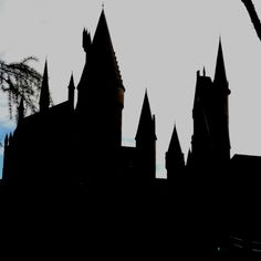 Hogwarts castle in Harry Potter World <3333 i want to go =]]]
