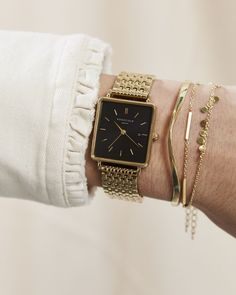 The Boxy Black Gold Goldene Damenuhr – Goldenes Armband Cool Watches For Women, Fitness Watches For Women, Gold Watches Women, Vintage Watches Women, Vintage Gold Watch, Gold Armband, Popular Watches, Swiss Army Watches, Bracelets