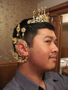 The earpiece fits & I loved the tiara