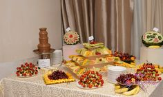 fantana de ciocolata, fruit bar, masa de fructe, sculptura in fructe ww.imperatoria.ro Bar, Table Settings, Table Decorations, Fruit, Home Decor, Decoration Home, Table Top Decorations, Place Settings, Interior Design