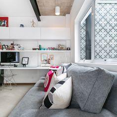 Ampla e aconchegante. Veja: https://casadevalentina.com.br/projetos/detalhes/reforma-sem-medo-476 #decor #decoracao #interior #design #casa #home #house #idea #ideia #detalhes #details #cozy #aconchego #casadevalentina #office #homeoffice #escritorio
