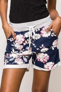 Dámske modro-ružové kvetované kraťasy Casual Shorts, Women, Fashion, Moda, Fashion Styles, Fashion Illustrations, Woman
