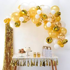 This Ginger Ray Gold Balloon Arch Kit includes balloon tape, glue dots, and gold and white balloons that come in different sizes and designs. Use this balloon arch kit to decorate for a graduation party, New Year's Eve party, or any other occasion! Gold Confetti Balloons, Round Balloons, White Balloons, Ballons Mylar, Letter Balloons, Gold Party Decorations, Balloon Decorations, Birthday Decorations, Arch Decoration