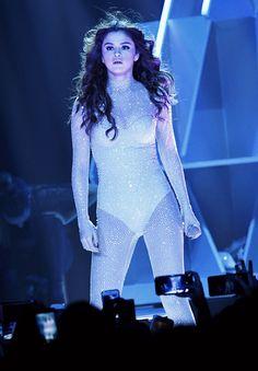 Selena performing at the 'Revival World Tour' in Las Vegas, May 6th 2016