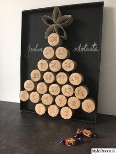 Karkkeja: koti- ja sisustusideat | StyleRoom Advent Calendar Activities, Advent Calendars For Kids, Advent Calenders, Diy Advent Calendar, Kids Calendar, Homemade Advent Calendars, Diy Christmas Garland, Handmade Christmas Decorations, Decoraciones Eid